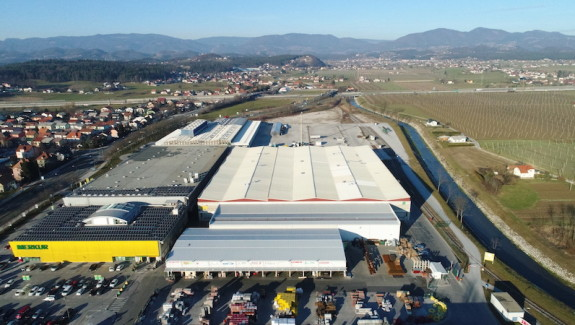 Occupied warehouse and development land for sale, Celje